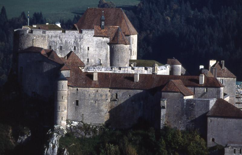 Château de Joux proche de l'hôtel restaurant Le Tillau