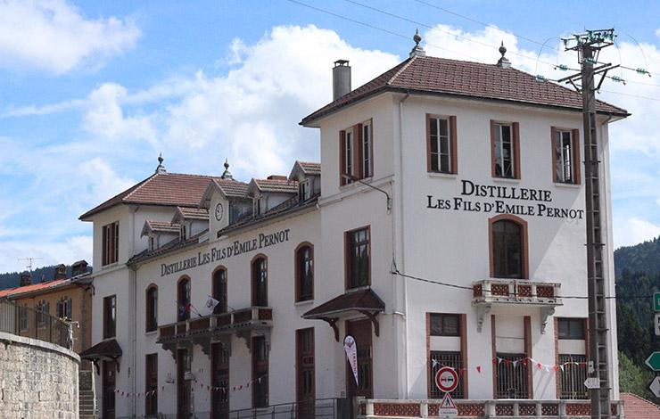 Distillerie Les Fils d'Emile PERNOT à 10 minutes de l'hôtel restaurant Le Tillau